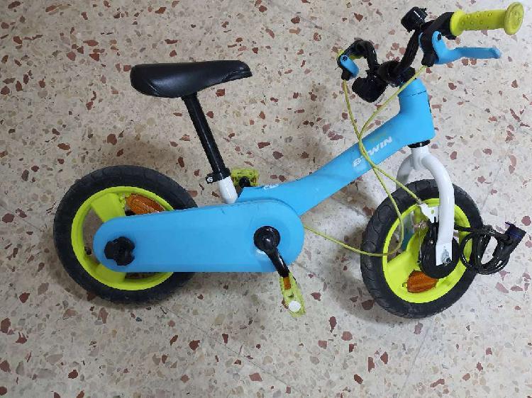 Regalo bici niño btwin decathlon con pedales desmontables