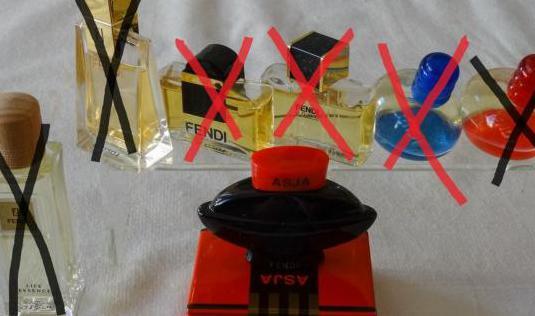 76/77 - miniaturas de perfumes fendi
