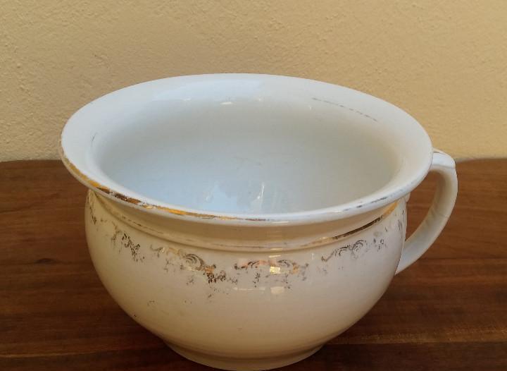 Antiguo orinal de porcelana la cartuja filigrana y filo de