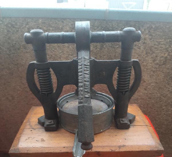 Antigua y rara prensa de hierro fundido de mesa