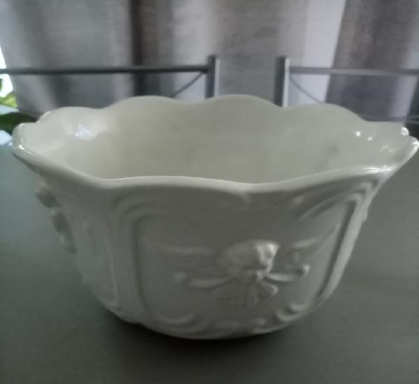 Elegante macetero de porcelana portuguesa de la prestigiosa