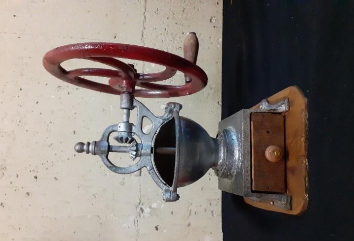 Molinillo de cafe rueda lateral tipo vasco mediano
