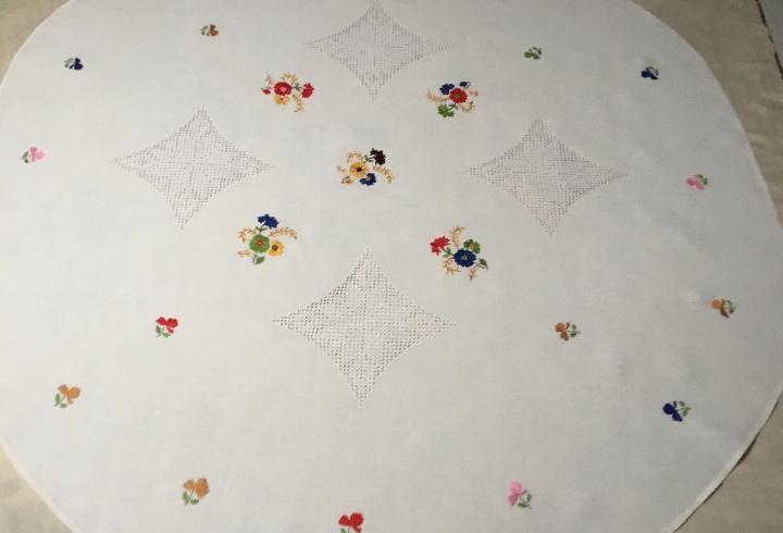 N2 mantel 6med redondo colores 1.50m; 16 ramos flores y