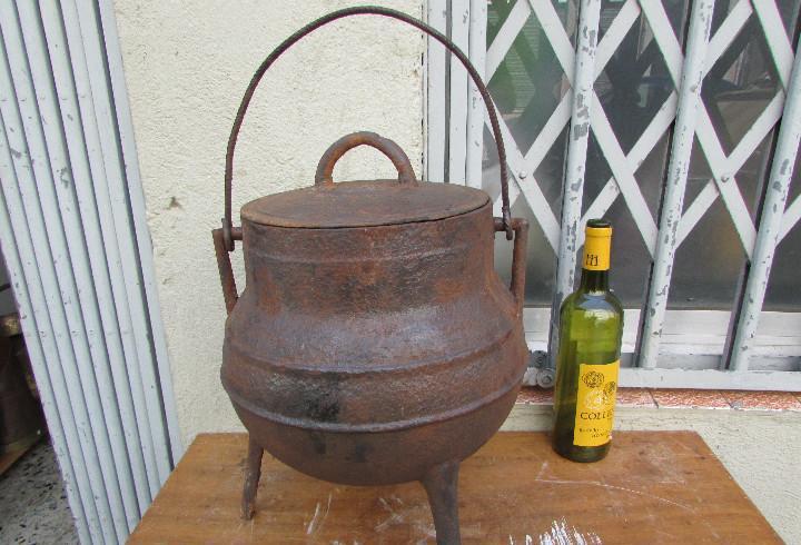 Pote olla hierro fundido. antiguo. gallego. para 10 litros.