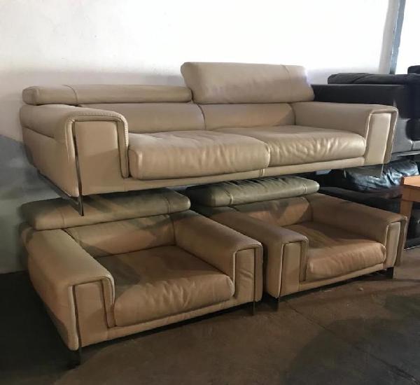 Sofa en piel italiano, tres piezas.