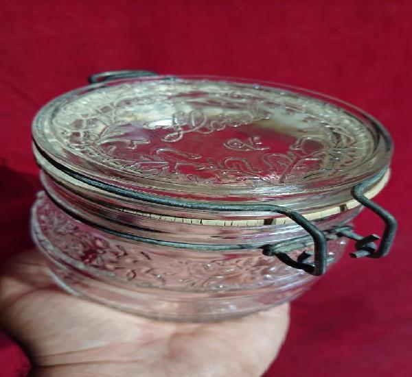 Tarro de vidrio con decoracion floral y cierre hermetico