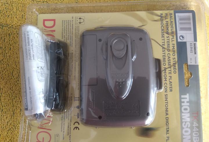 Walkman marca thomson en su embalaje original