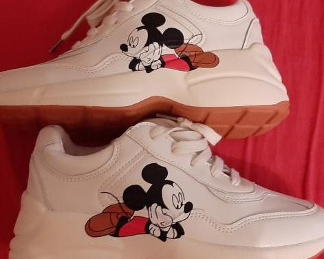Zapatillas / bambas / disney mickey mouse.