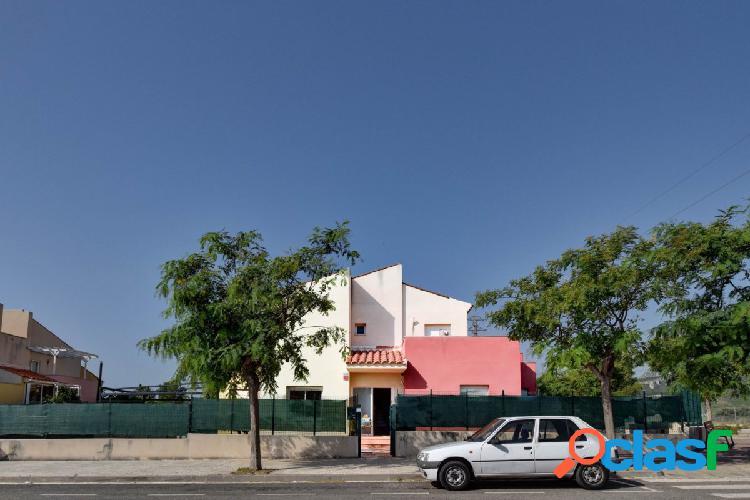 Magnífico chalet adosado esquinero ubicado en una de las mejores zonas residenciales de Miami Playa 1