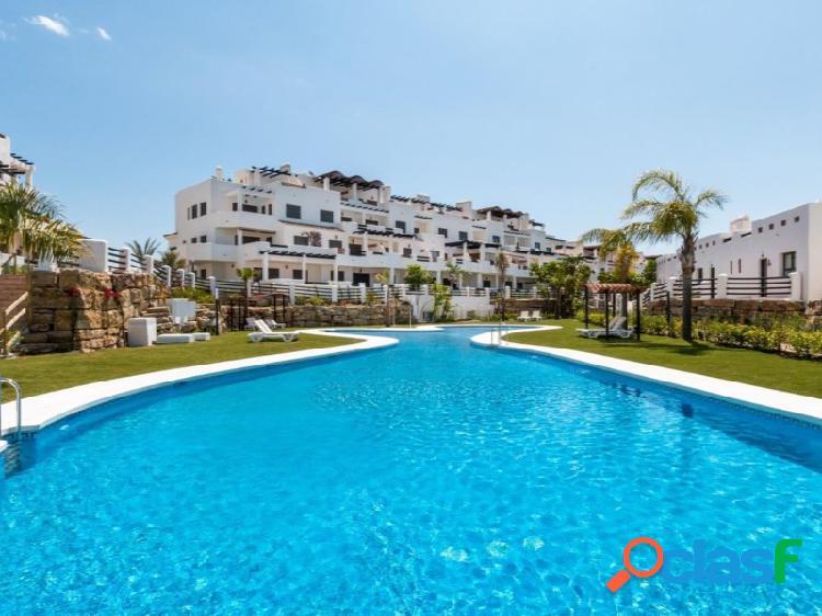 Apartamento junto al golf, inmejorables vistas y amplia terraza en venta o alquiler de septiembre a junio.