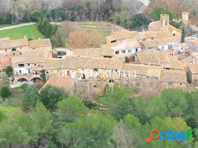 Gran casa del siglo XIX en buen estado para rehabilitar con terreno y olivar en un pueblo con encanto d'Alt Emporda.