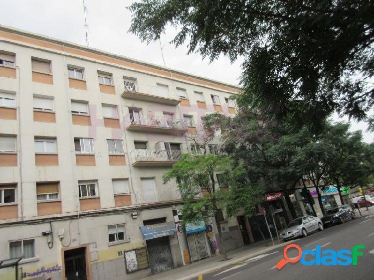 Calle corona de aragón, piso amueblado para estudiantes, 4 dormitorios y cinco camas. clefacción gas. wifi prevista.