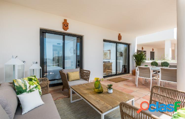 Ático y apartamento en venta en estepona, malaga