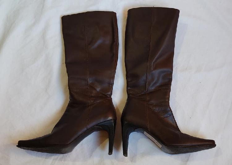 Botas altas marrón oscuro de piel