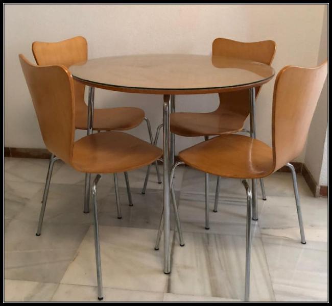 Juego mesa y sillas.