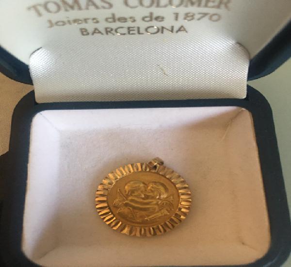 Medalla más que ayer menos que mañana.1,5cm de diámetro.