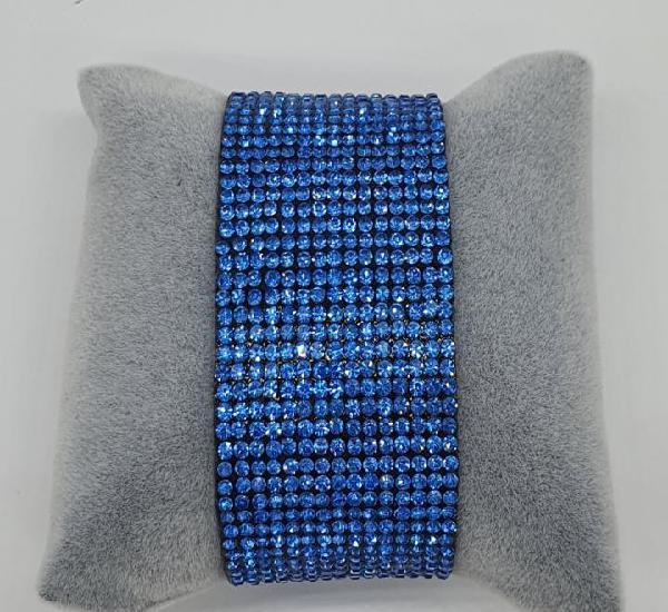 Moderno brazalete en polipiel tipo ante y pedrería azul