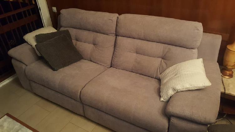 Sofa reclinable con motor.
