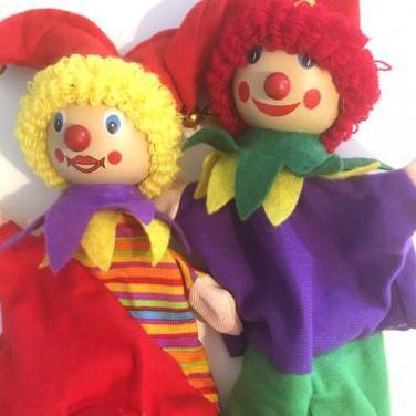 Dos marionetas payaso nuevas