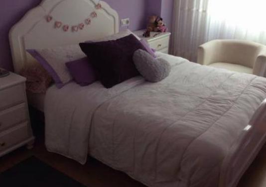 Mueble dormitorio. madera maciza de castaño