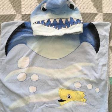 Toalla capa de baño tiburón