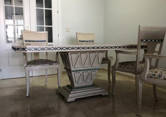 Mesa madera maciza y cuatro sillas