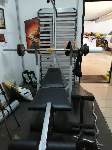 Máquina de pesas y demás chollo