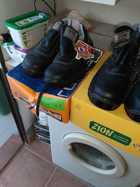 Botas y zapatos punta de acero de construcción