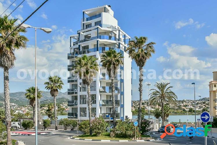 Apartamento de lujo con vistas al mar en calpe. nueva construcción