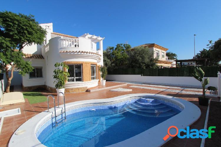 Villa de 3 dormitorios y 2 baños en parcela de 306m2 con piscina privada en Santiago de La Ribera 1