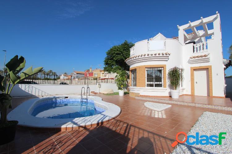 Villa de 3 dormitorios y 2 baños en parcela de 306m2 con piscina privada en Santiago de La Ribera 2