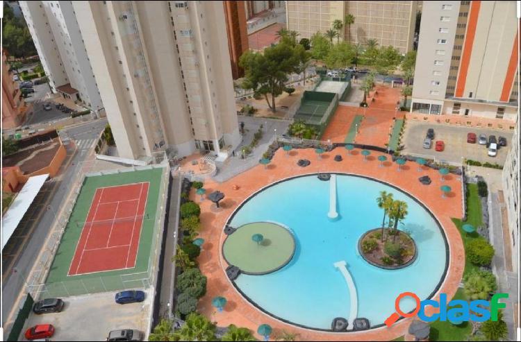 Apartamento de 2 dormitorios, piscina y parking en residencial benidorm levante