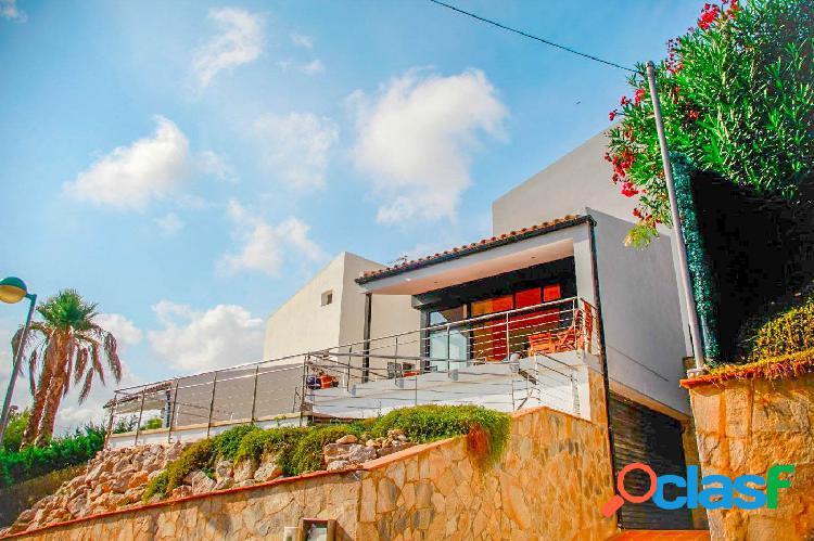 Chalet independiente en venta vallpineda con licencia turística
