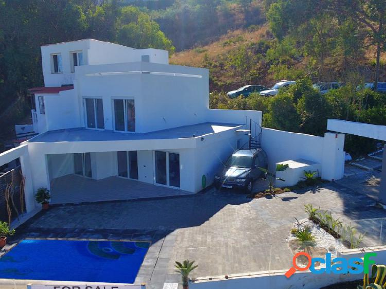 Casa pareada con piscina privada e impresionantes vistas al mar en la Chullera, Manilva 2