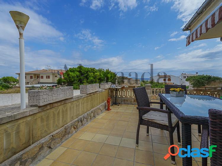 Visite este chalet con apartamento para invitados, a un paseo de la playa de son serra de marina, mallorca. visite con inmobiliaria alcanada.
