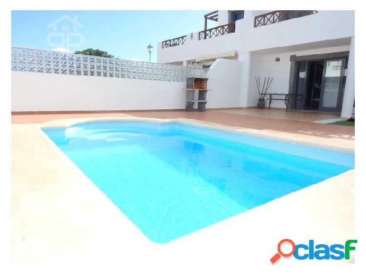 Chalet adosado con piscina en playa blanca