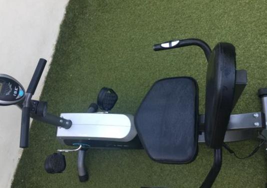 Bicicleta estática con respaldo