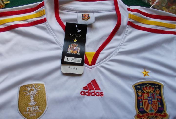 Camiseta oficial de la selección española adidas con el