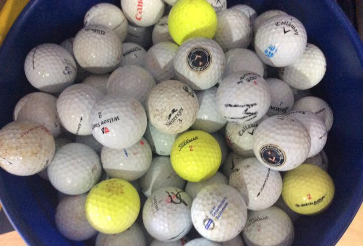Lote de 50 pelotas de golf varías marcas y colores precio