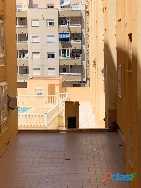 Apartamento con Piscina Comunitaria, Torrevieja