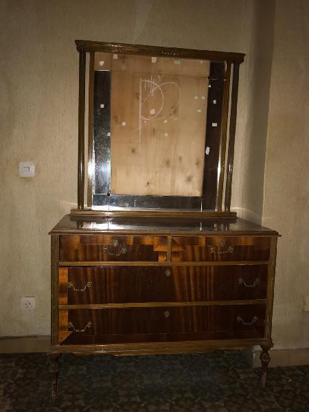 Cómoda antigua. mueble con cajones años 60