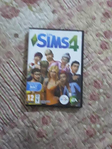 Sims cuatro en perfectas condiciones