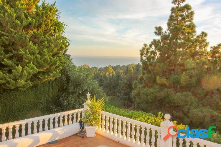 Excepcional villa de 4 dormitorios en primera línea de golf con excelentes vistas al mar