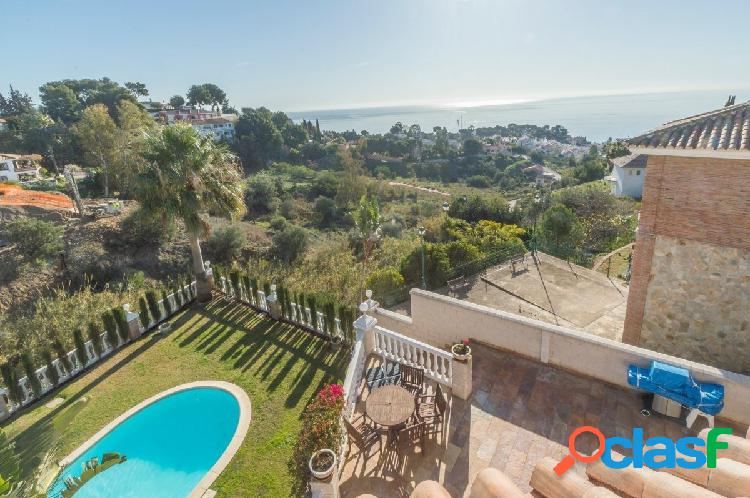 Espectacular villa en exclusiva zona con amplios espacios y vistas al mar