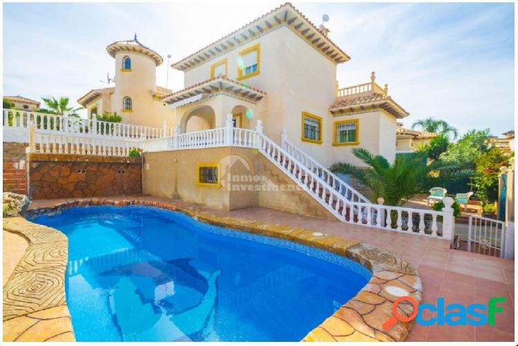 Casa independiente con piscina privada alquiler desde mayo