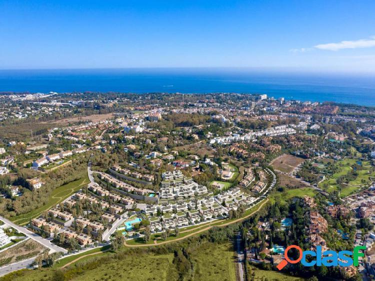 Nuevas VILLAS SEMI-ADOSADAS de 3 dormitorios que rodean la NATURALEZA Y LA TRANQUILIDAD y 4 campos de golf diferentes en Estepona (Málaga) Licencia de construcción vigente