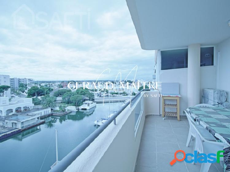 Gran piso con vista al canal, 1 dormitorio, aparcamiento y trastero cerca del mar