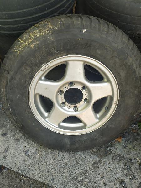 Llanta mas neumático 4x4