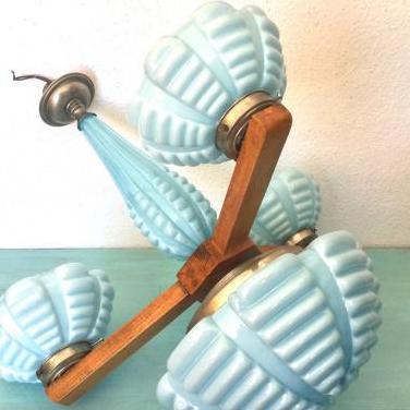 Antigua lámpara modernista de opalina