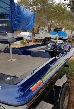 Barco de pesca stratos ,nitro, tracker 150cv